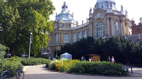Castles and Hot Springs at City Park : Budapest Hungary